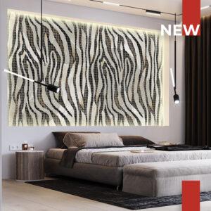 La carta da parati 745A Savannah Zebra ricopre la grande nicchia nel muro dietro al letto.