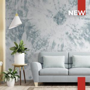 Un soggiorno decorato con la carta da parati 770 Tie dye light blue.
